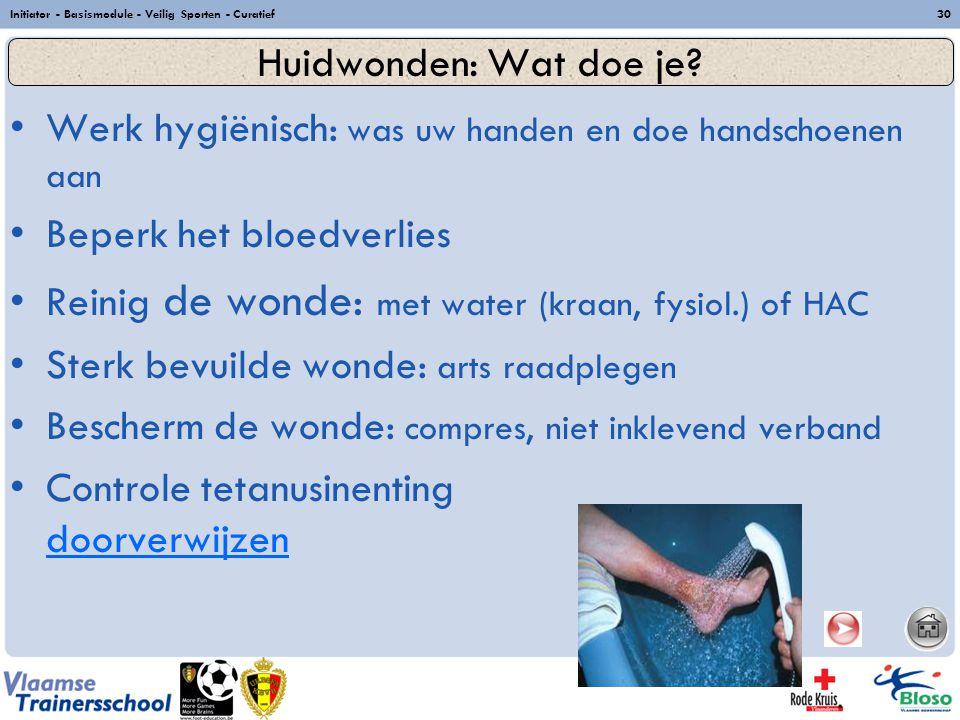 Werk hygiënisch: was uw handen en doe handschoenen aan