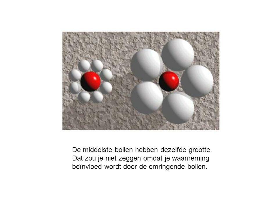 De middelste bollen hebben dezelfde grootte.