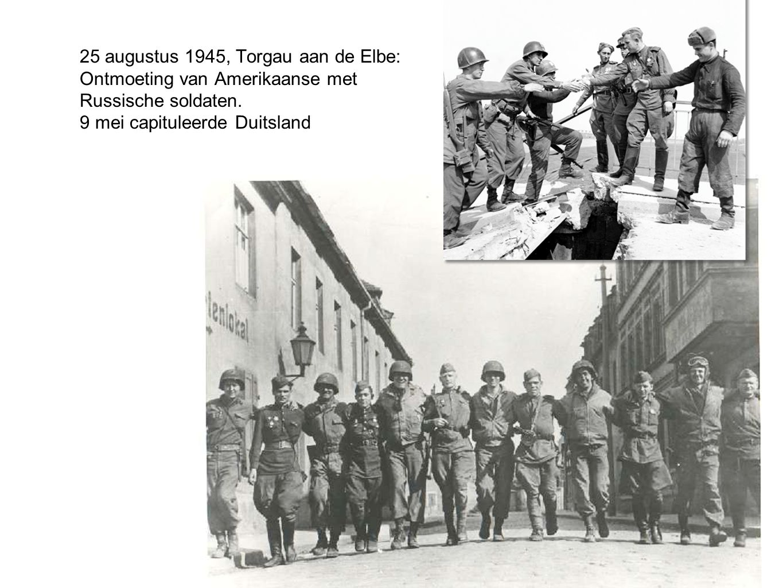 25 augustus 1945, Torgau aan de Elbe: Ontmoeting van Amerikaanse met Russische soldaten.