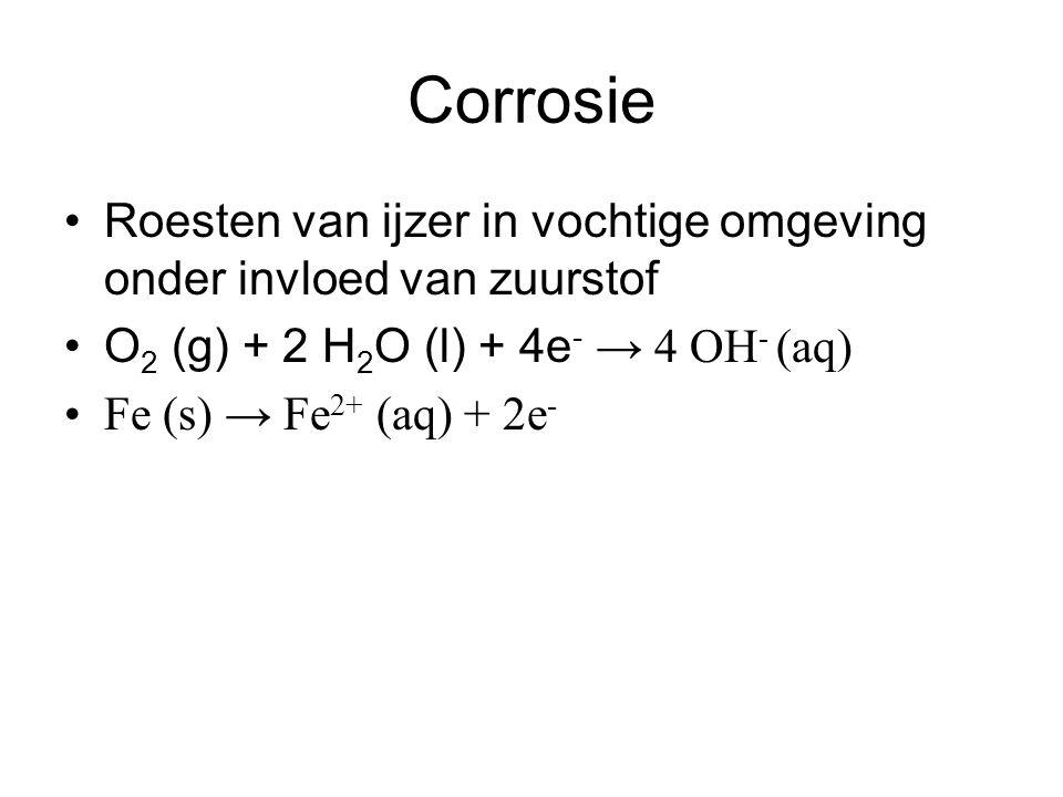 Corrosie Roesten van ijzer in vochtige omgeving onder invloed van zuurstof. O2 (g) + 2 H2O (l) + 4e- → 4 OH- (aq)