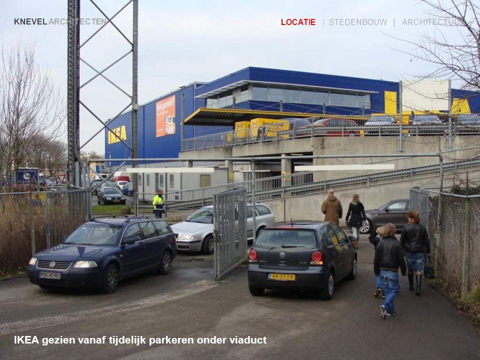 IKEA gezien vanaf tijdelijk parkeren onder viaduct