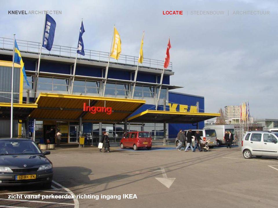 zicht vanaf parkeerdek richting ingang IKEA
