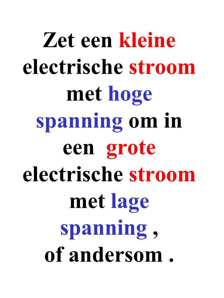 Zet een kleine electrische stroom met hoge spanning om in een grote electrische stroom met lage spanning , of andersom .