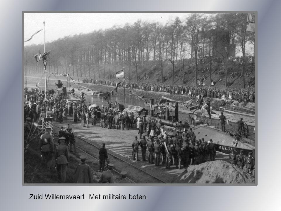 Zuid Willemsvaart. Met militaire boten.