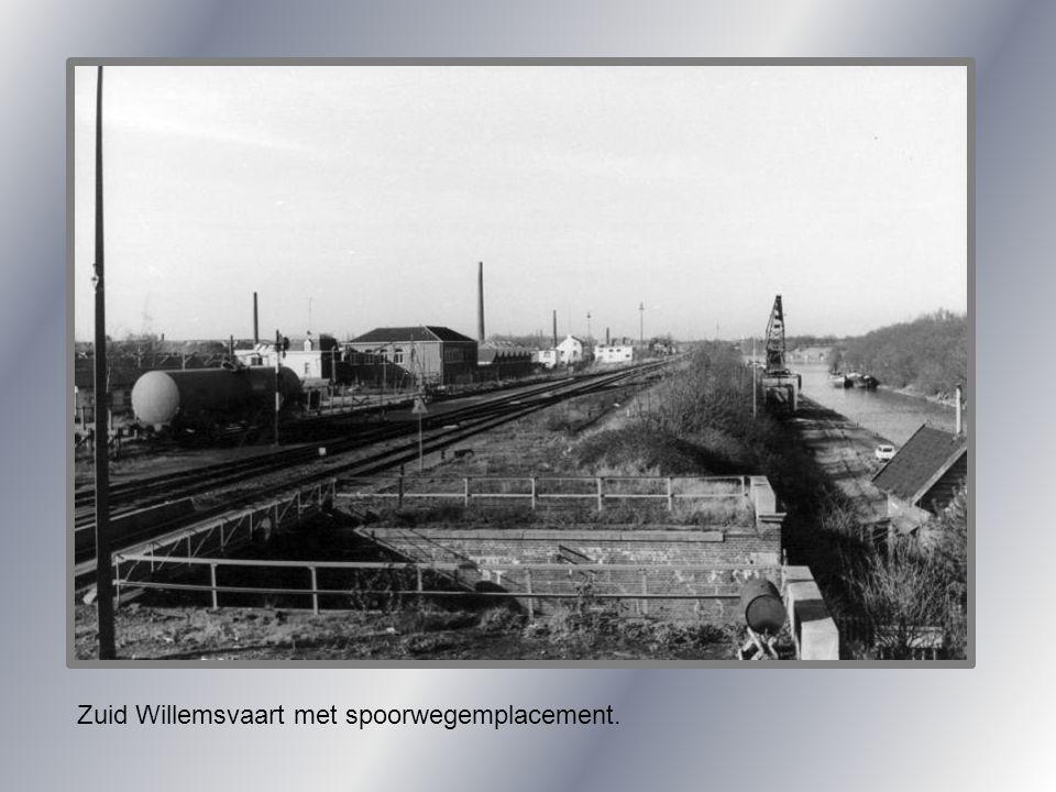 Zuid Willemsvaart met spoorwegemplacement.
