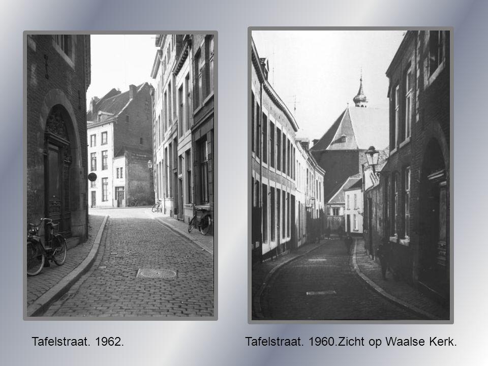 Tafelstraat. 1962. Tafelstraat. 1960.Zicht op Waalse Kerk.