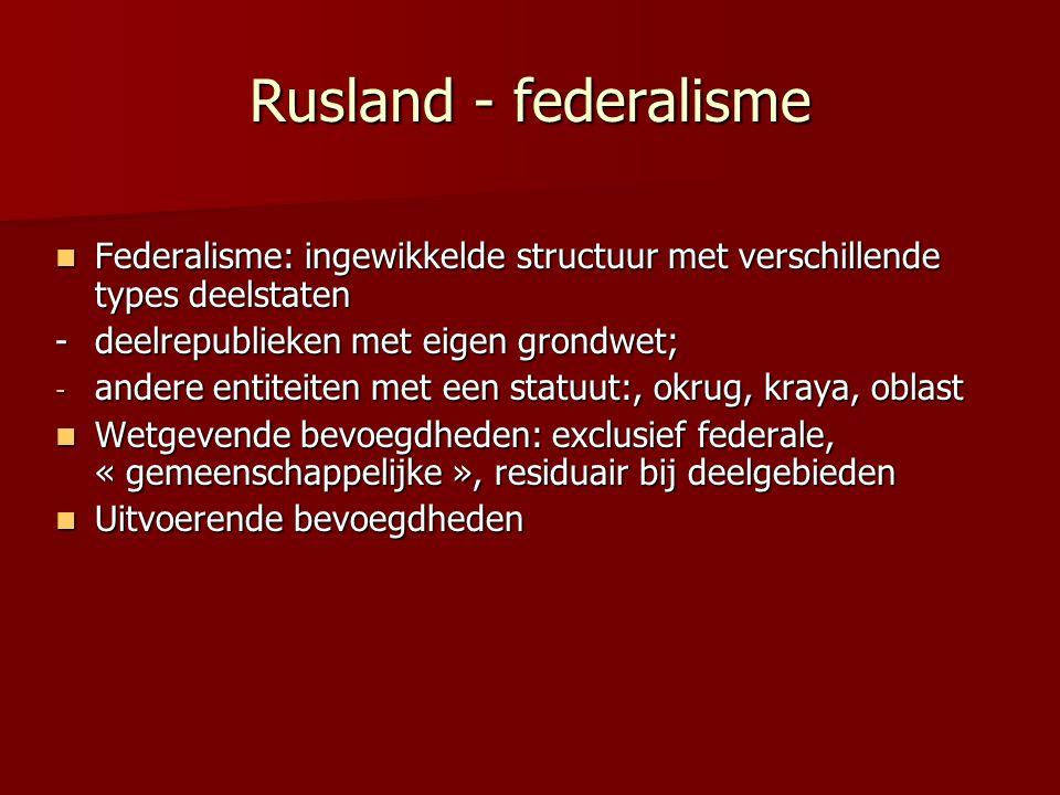 Rusland - federalisme Federalisme: ingewikkelde structuur met verschillende types deelstaten. - deelrepublieken met eigen grondwet;