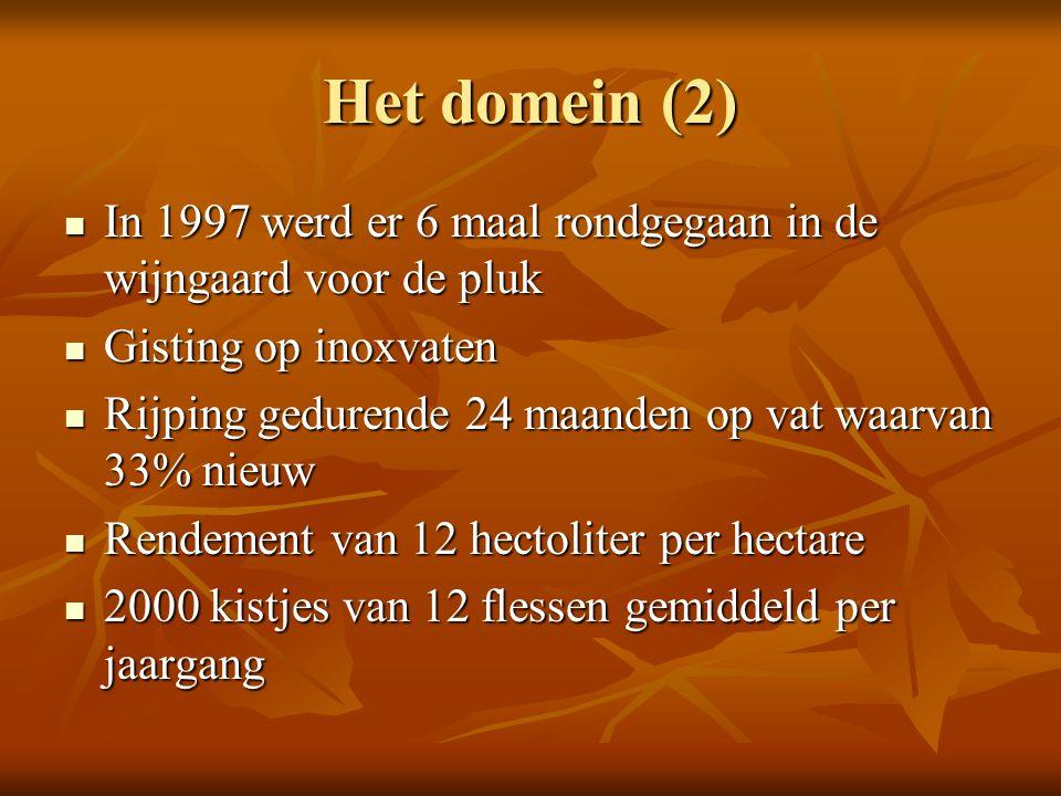 Het domein (2) In 1997 werd er 6 maal rondgegaan in de wijngaard voor de pluk. Gisting op inoxvaten.