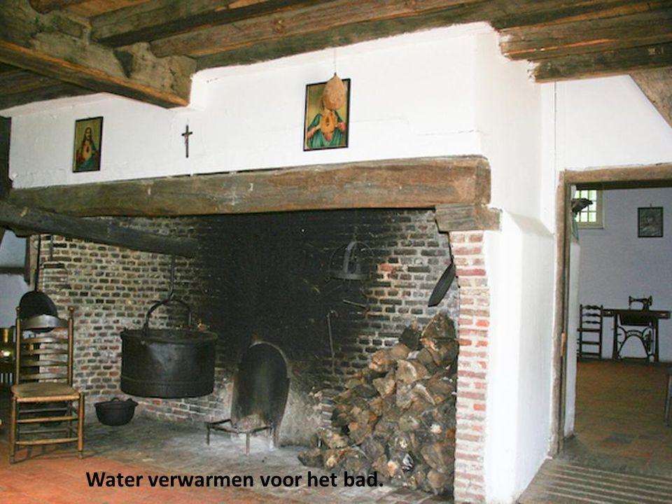 Water verwarmen voor het bad.