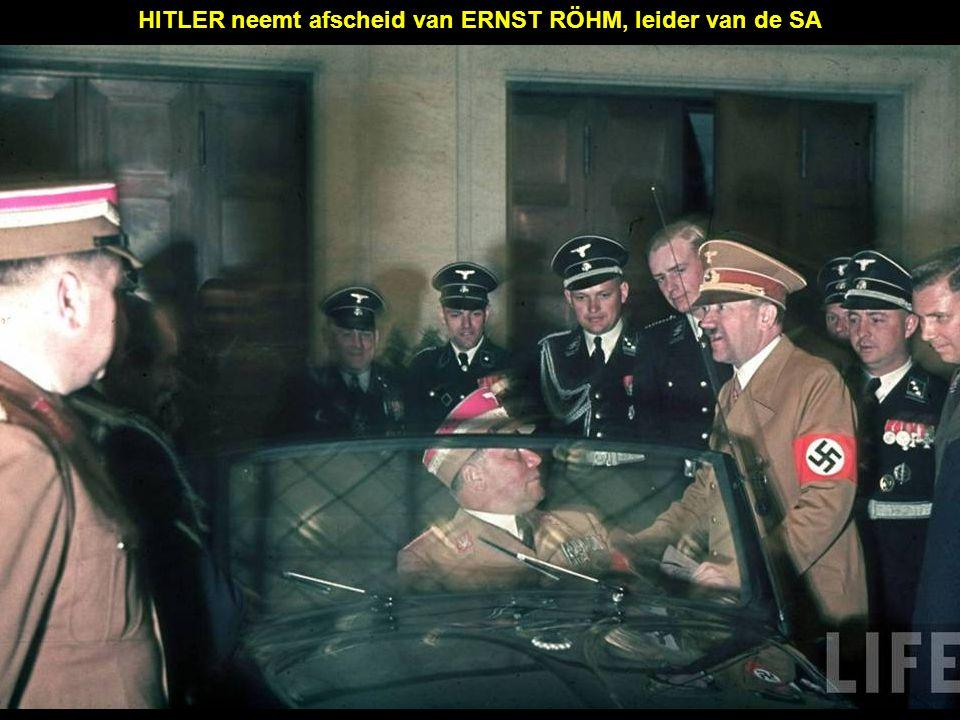 HITLER neemt afscheid van ERNST RÖHM, leider van de SA