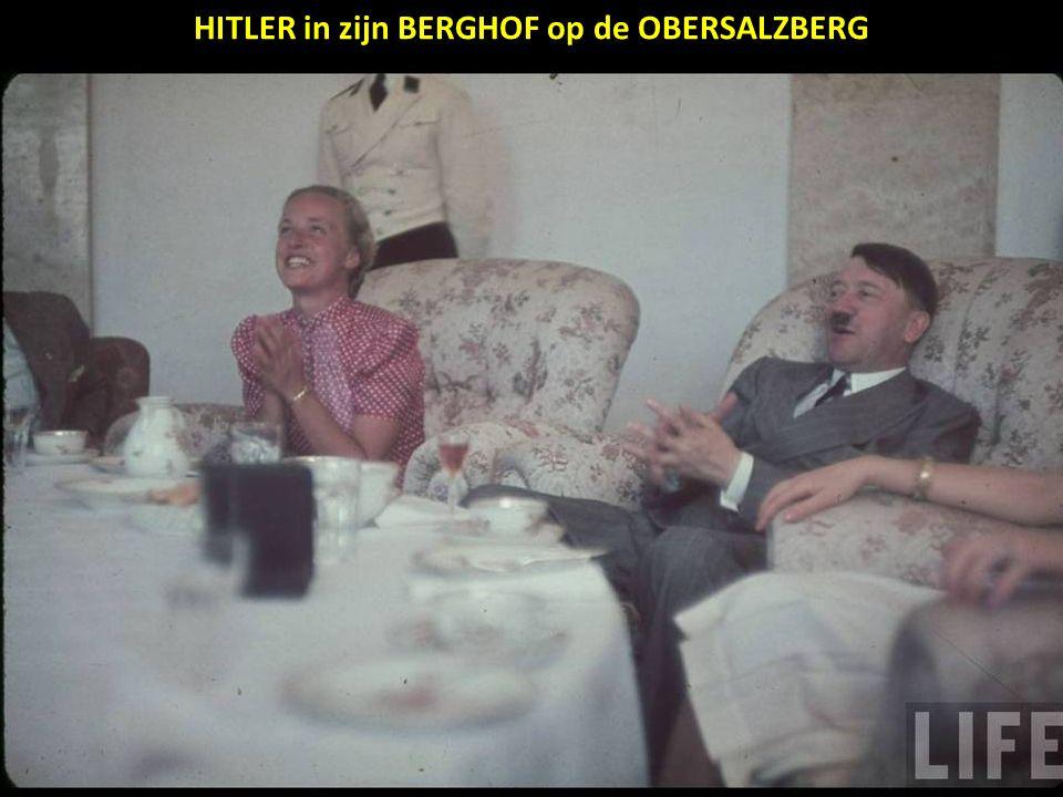 HITLER in zijn BERGHOF op de OBERSALZBERG