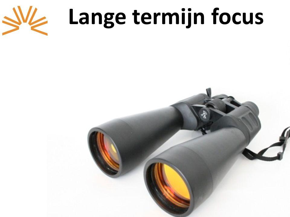 Lange termijn focus management en medewerkers werken al een lange tijd bij de organisatie; focus op interne promoties;