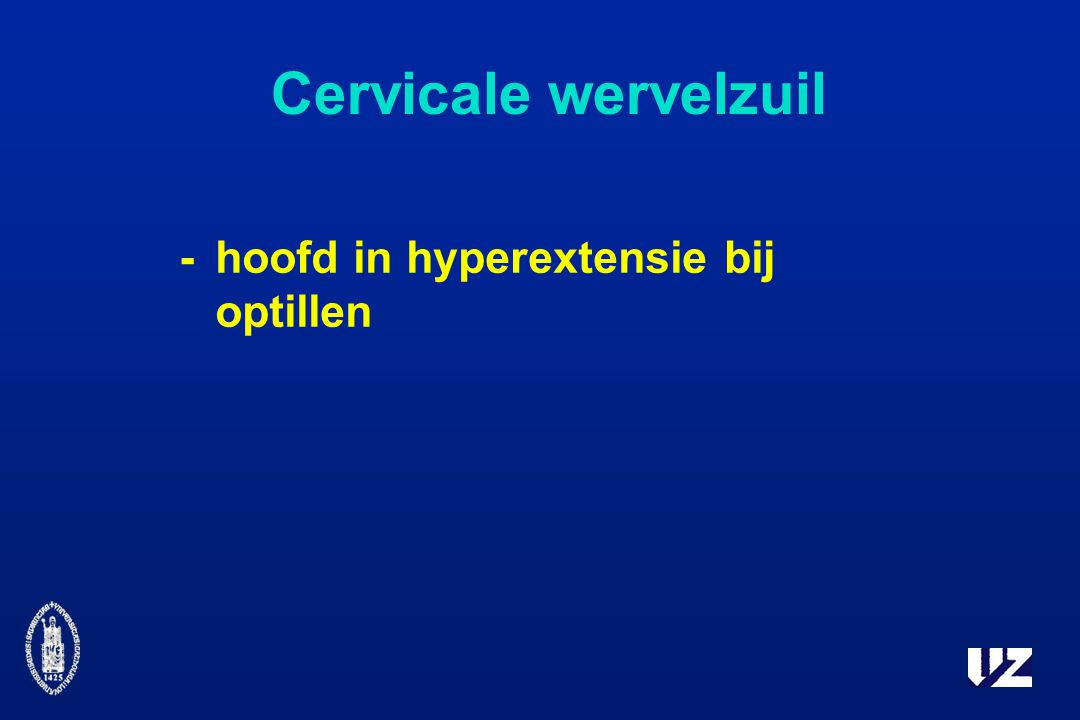 Cervicale wervelzuil - hoofd in hyperextensie bij optillen