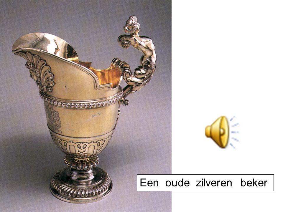 Een oude zilveren beker