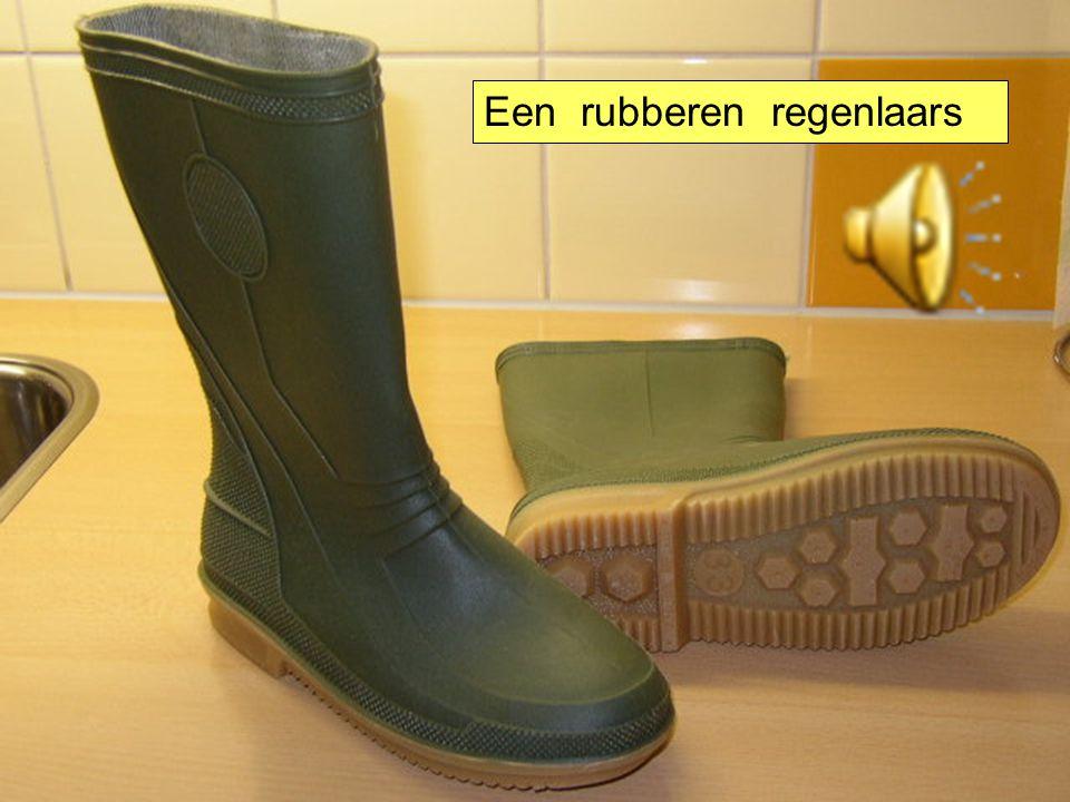 Een rubberen regenlaars