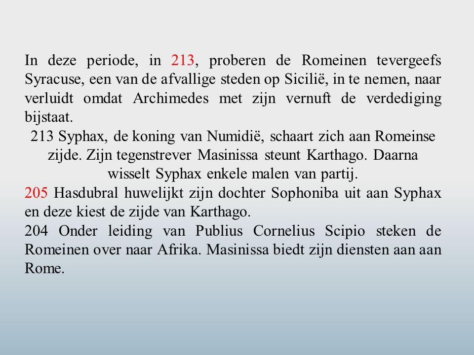 In deze periode, in 213, proberen de Romeinen tevergeefs Syracuse, een van de afvallige steden op Sicilië, in te nemen, naar verluidt omdat Archimedes met zijn vernuft de verdediging bijstaat.