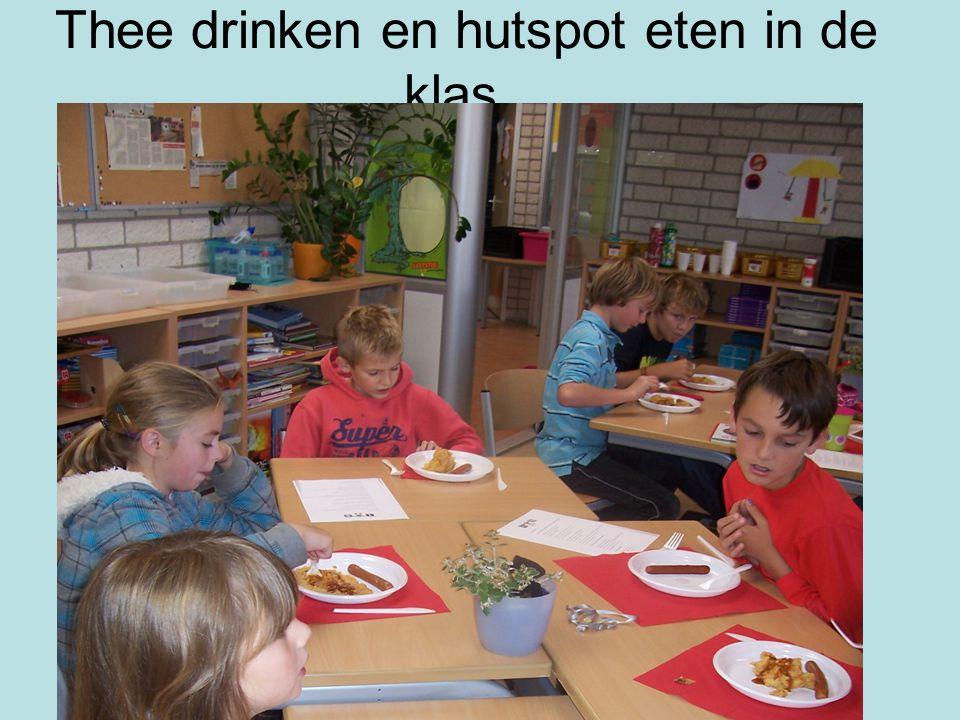 Thee drinken en hutspot eten in de klas .
