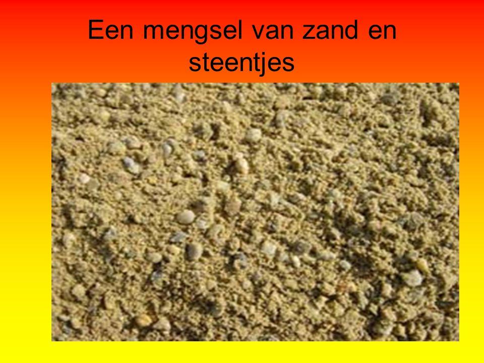 Een mengsel van zand en steentjes