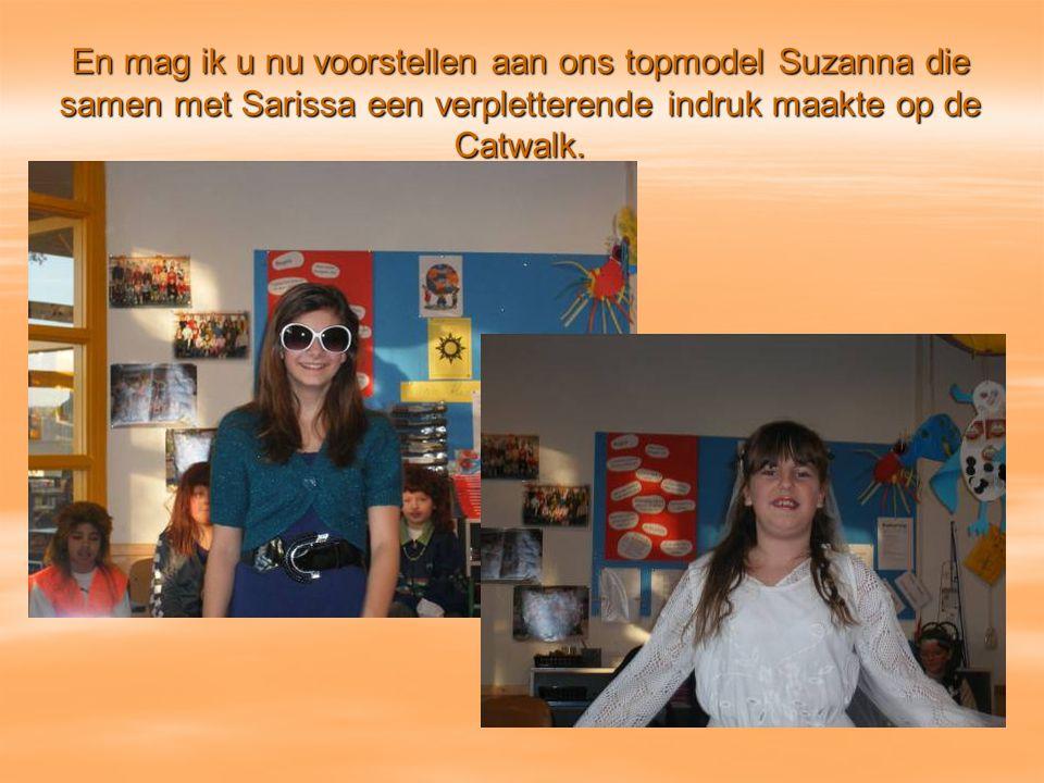 En mag ik u nu voorstellen aan ons topmodel Suzanna die samen met Sarissa een verpletterende indruk maakte op de Catwalk.