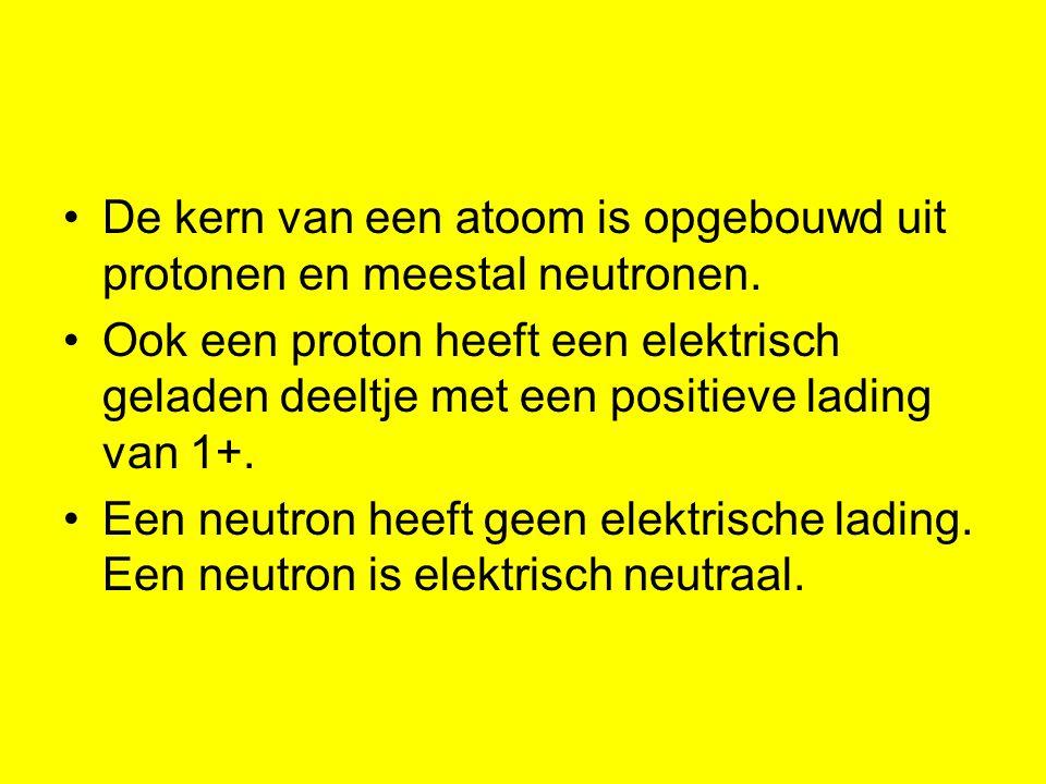De kern van een atoom is opgebouwd uit protonen en meestal neutronen.