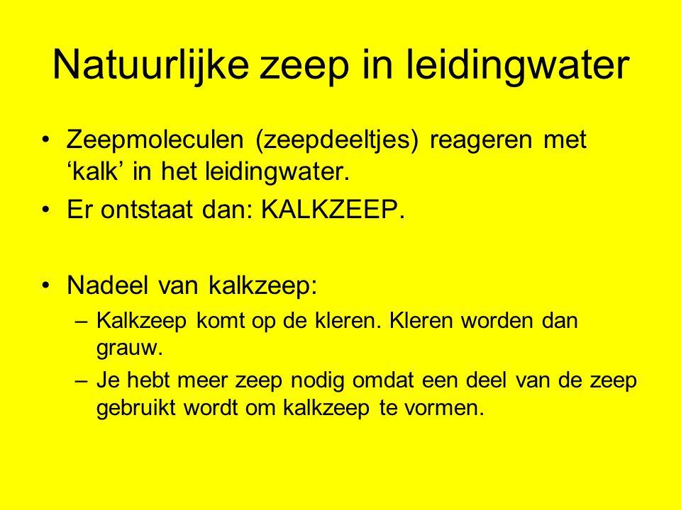 Natuurlijke zeep in leidingwater