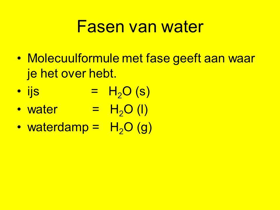 Fasen van water Molecuulformule met fase geeft aan waar je het over hebt. ijs = H2O (s)