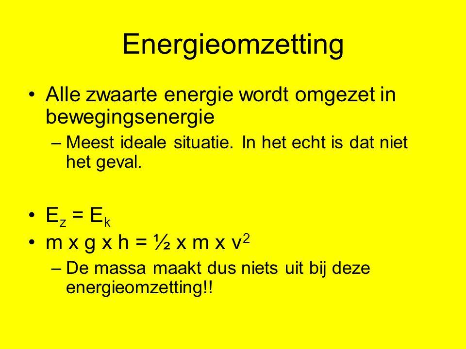 Energieomzetting Alle zwaarte energie wordt omgezet in bewegingsenergie. Meest ideale situatie. In het echt is dat niet het geval.