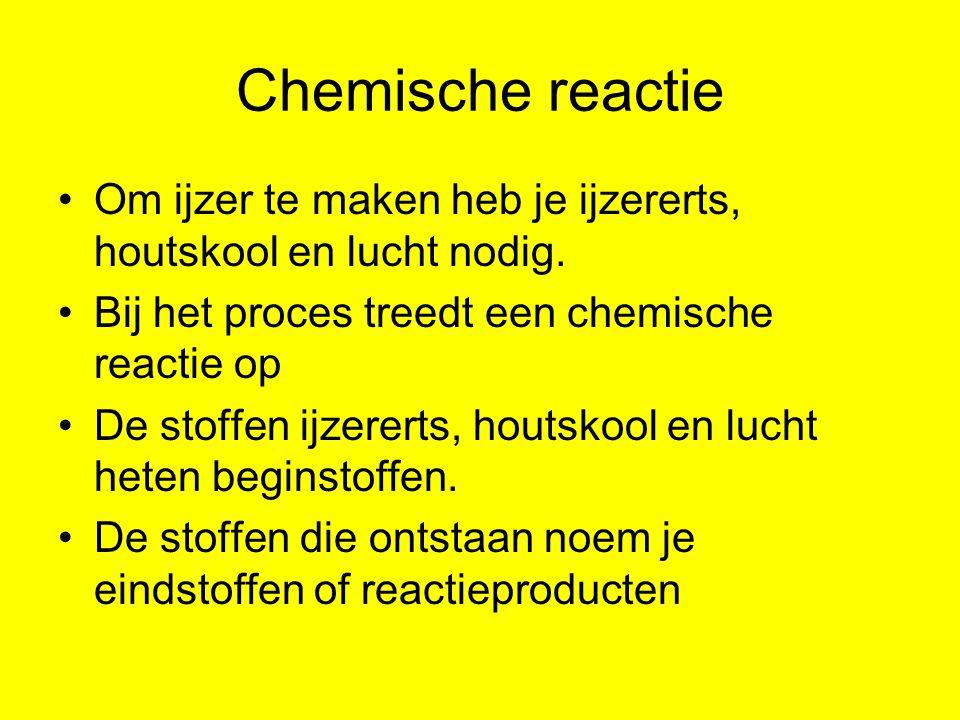 Chemische reactie Om ijzer te maken heb je ijzererts, houtskool en lucht nodig. Bij het proces treedt een chemische reactie op.