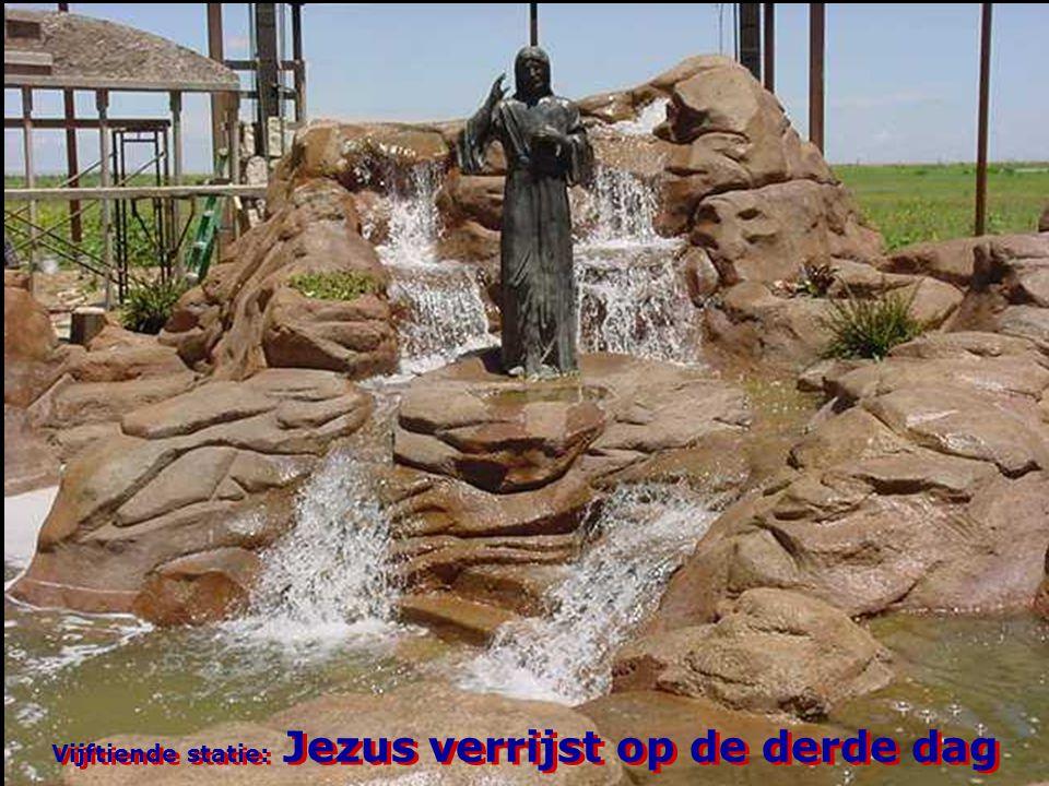 Vijftiende statie: Jezus verrijst op de derde dag