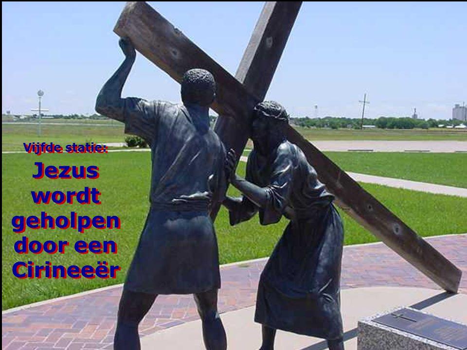 Vijfde statie: Jezus wordt geholpen door een Cirineeër
