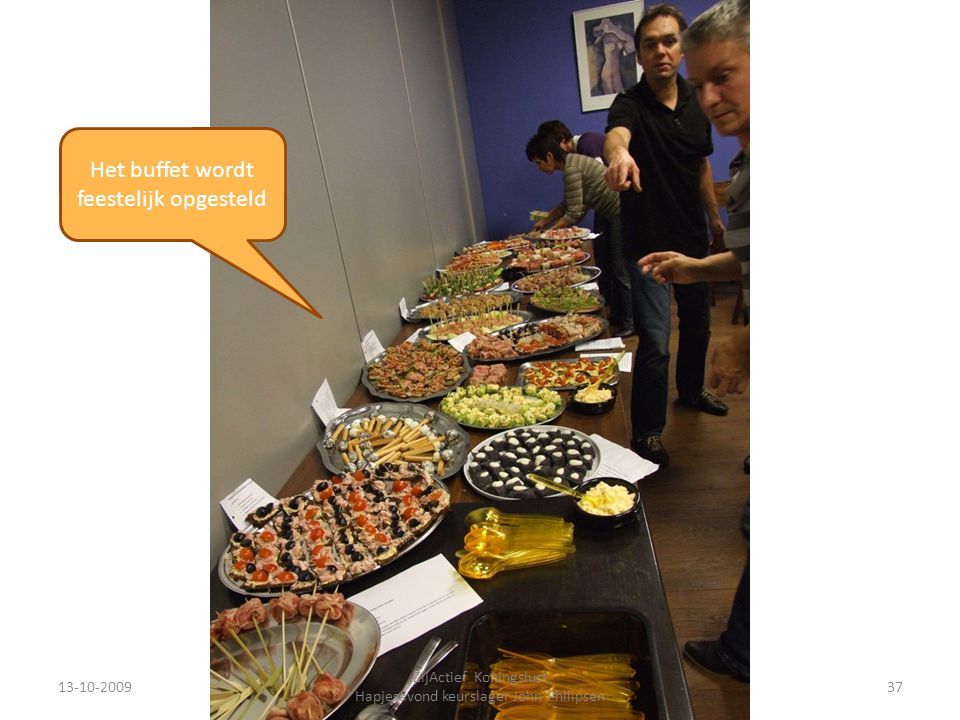 Het buffet wordt feestelijk opgesteld