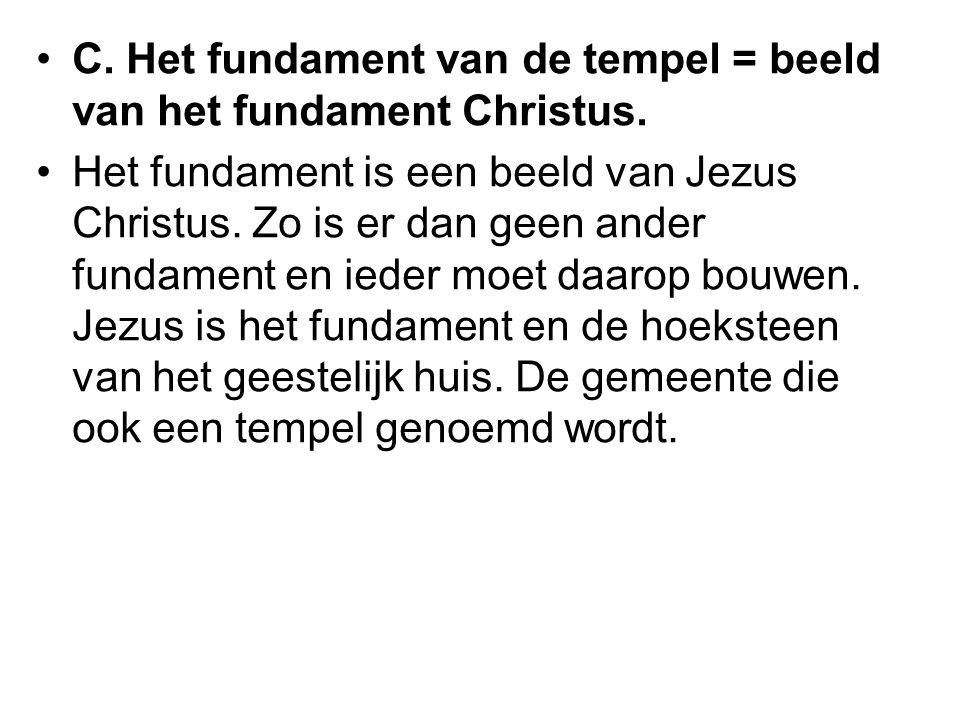 C. Het fundament van de tempel = beeld van het fundament Christus.