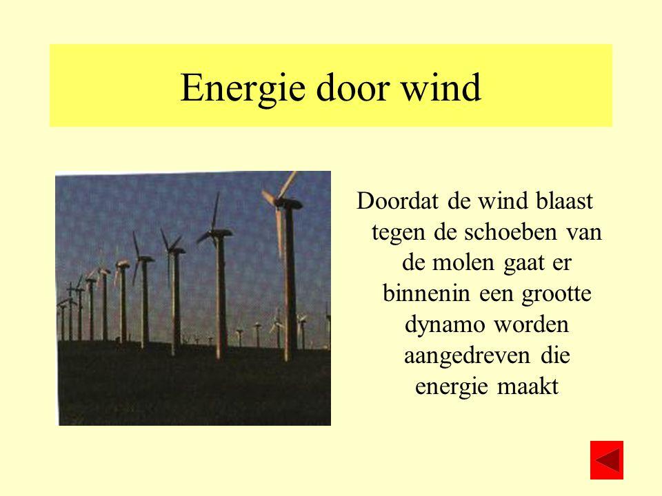 Energie door wind Doordat de wind blaast tegen de schoeben van de molen gaat er binnenin een grootte dynamo worden aangedreven die energie maakt.