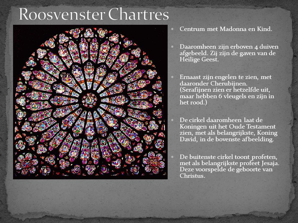 Roosvenster Chartres Centrum met Madonna en Kind.