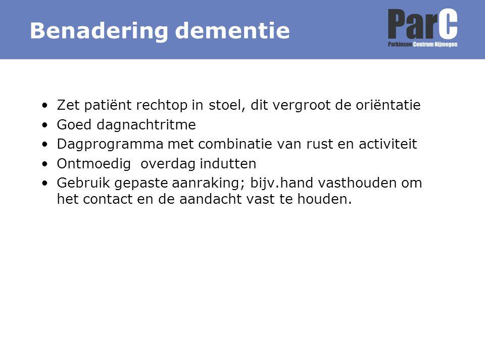Benadering dementie Zet patiënt rechtop in stoel, dit vergroot de oriëntatie. Goed dagnachtritme.