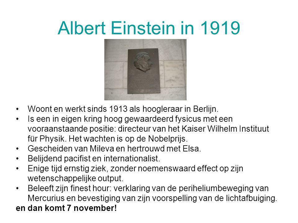 Albert Einstein in 1919 Woont en werkt sinds 1913 als hoogleraar in Berlijn.
