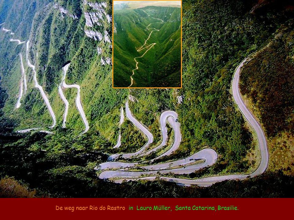 De weg naar Rio do Rastro in Lauro Müller, Santa Catarina, Brasilie.