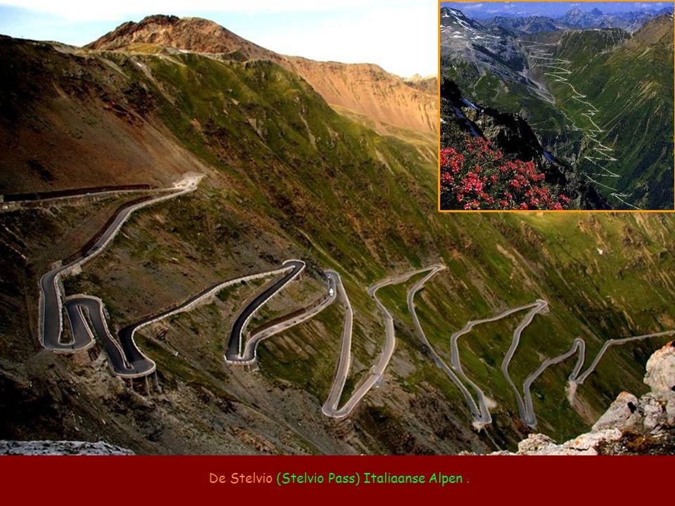 De Stelvio (Stelvio Pass) Italiaanse Alpen .