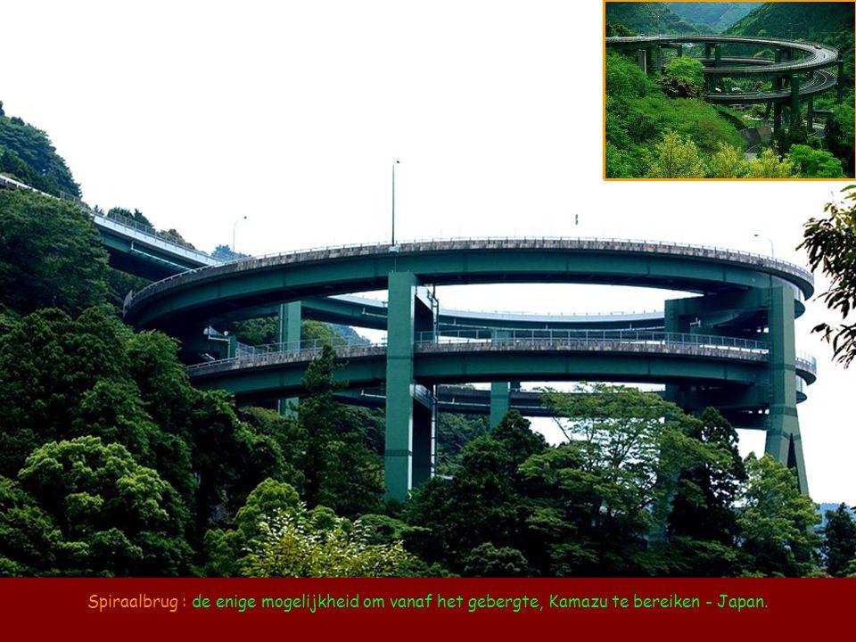 Spiraalbrug : de enige mogelijkheid om vanaf het gebergte, Kamazu te bereiken - Japan.