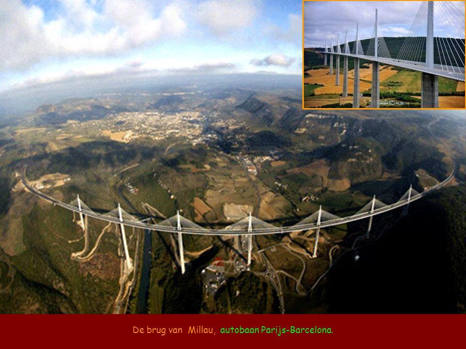 De brug van Millau, autobaan Parijs-Barcelona.