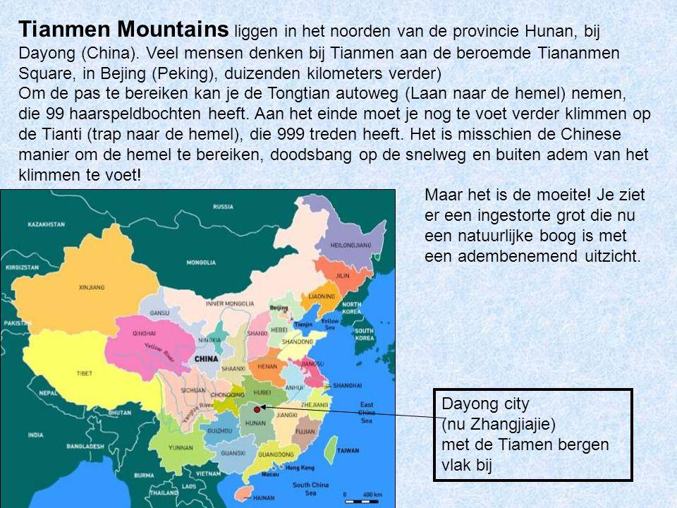 Tianmen Mountains liggen in het noorden van de provincie Hunan, bij Dayong (China). Veel mensen denken bij Tianmen aan de beroemde Tiananmen Square, in Bejing (Peking), duizenden kilometers verder)