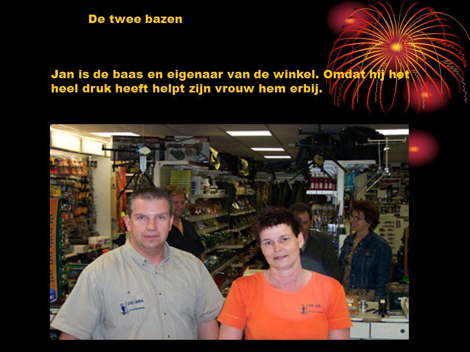 De twee bazen Jan is de baas en eigenaar van de winkel.