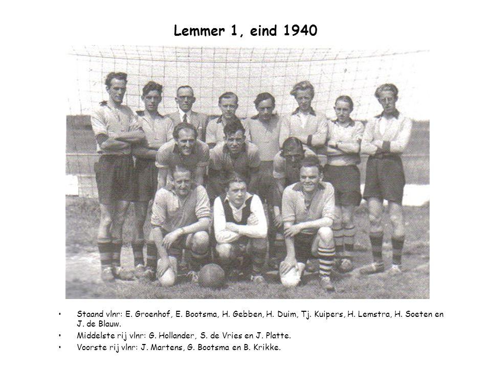 Lemmer 1, eind 1940 Staand vlnr: E. Groenhof, E. Bootsma, H. Gebben, H. Duim, Tj. Kuipers, H. Lemstra, H. Soeten en J. de Blauw.