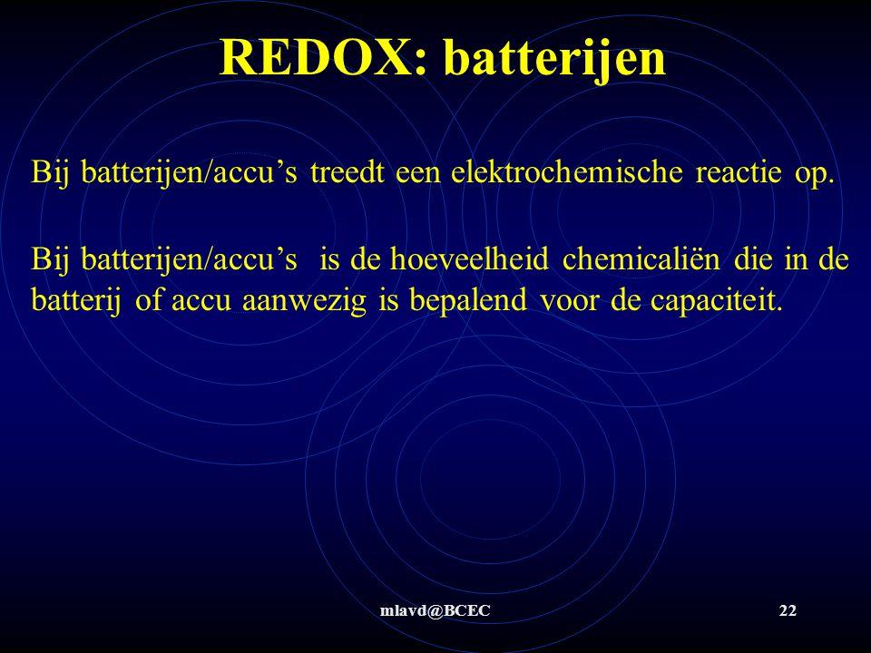 REDOX: batterijen Bij batterijen/accu's treedt een elektrochemische reactie op.