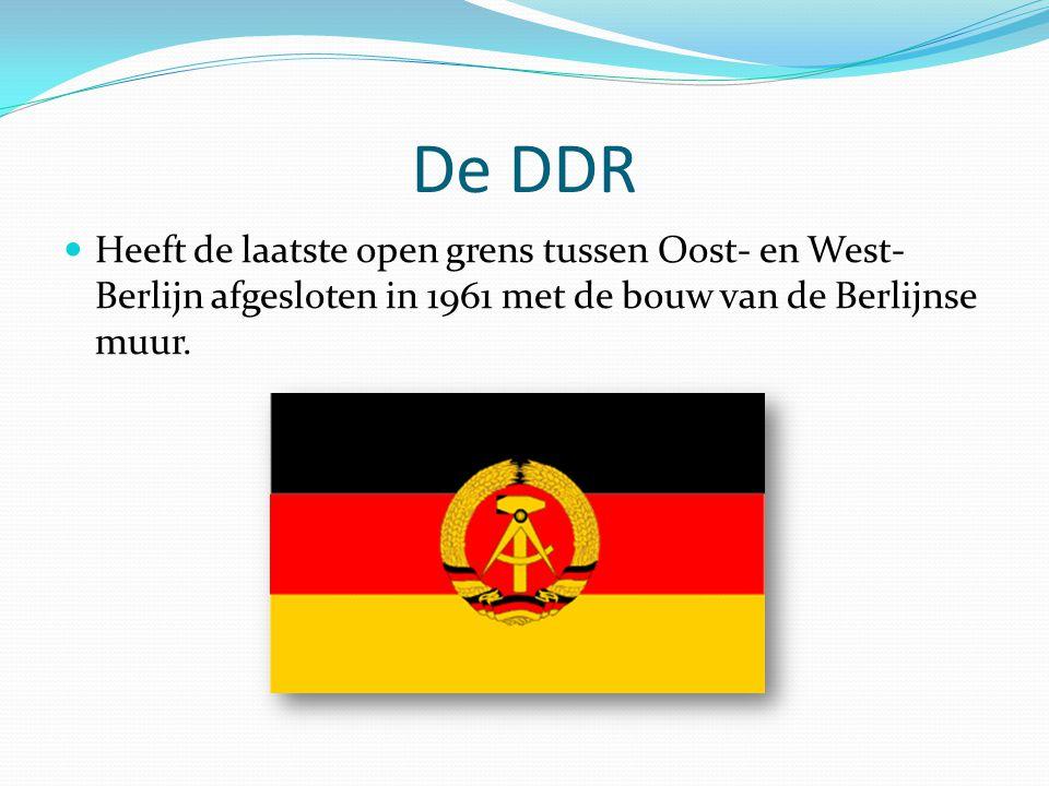 De DDR Heeft de laatste open grens tussen Oost- en West-Berlijn afgesloten in 1961 met de bouw van de Berlijnse muur.