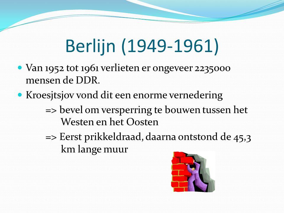 Berlijn (1949-1961) Van 1952 tot 1961 verlieten er ongeveer 2235000 mensen de DDR. Kroesjtsjov vond dit een enorme vernedering.