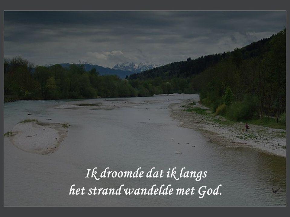 het strand wandelde met God.