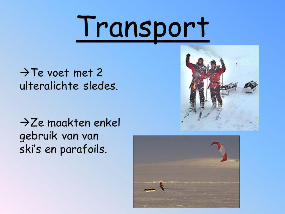Transport Te voet met 2 ulteralichte sledes.