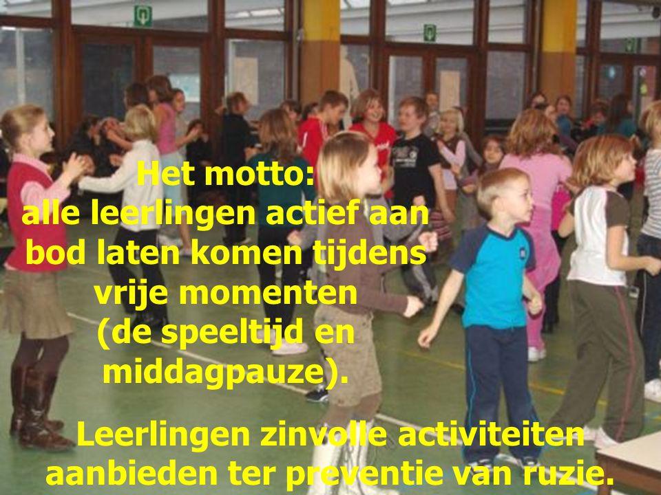 Leerlingen zinvolle activiteiten aanbieden ter preventie van ruzie.