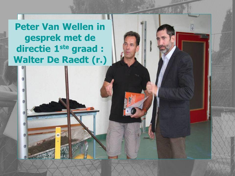 Peter Van Wellen in gesprek met de directie 1ste graad : Walter De Raedt (r.)